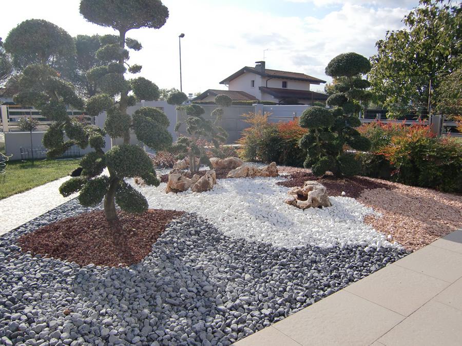 Aiuole con pietre best giardini con pietre e sassi con for Pietre per aiuole